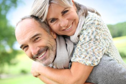 Lebensfreude und Lebensqualität im Alter dank Zahnimplantaten